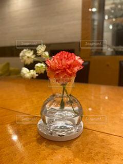 花瓶に入ったカーネーションの写真・画像素材[4410505]