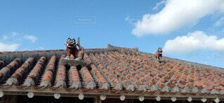 空,建物,屋外,雲,青空,屋根,シーサー,由布島,沖縄県