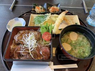 食べ物,風景,ディナー,屋内,テーブル,野菜,サラダ,おかず,箸,レストラン,料理,魚介類