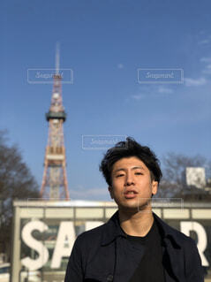 男性,空,春,屋外,雲,北海道,タワー,人物,人,札幌,人間の顔