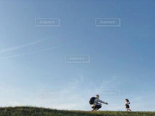 野原で走るの写真・画像素材[4511397]