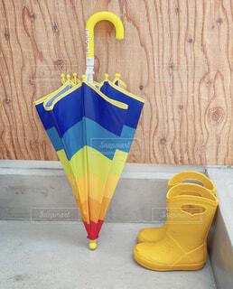 お気に入りの傘と長靴の写真・画像素材[4610539]