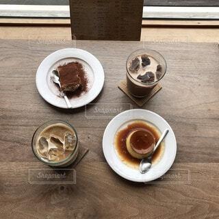食べ物,コーヒー,朝食,屋外,テーブル,スプーン,オシャレ,食器,紅茶,プリン,明るい,ドリンク,ティラミス,カフェ巡り,カフェ・オ・レ,コーヒー カップ,受け皿