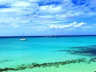 自然,海,空,屋外,湖,ビーチ,雲,ボート,島,青,船,水面,水上バイク