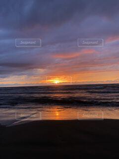 自然,風景,海,空,夜景,屋外,太陽,砂,ビーチ,雲,砂浜,夕焼け,夕暮れ,水面,海岸,日の出,サンセット,くもり,シースケープ
