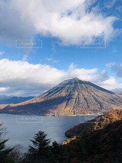 青い空と男体山の写真・画像素材[4396845]