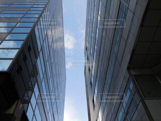 空,建物,ビル,屋外,雲,青空,窓,タワー,都会,隙間,building,ビルディング,アーキテクチャ,間