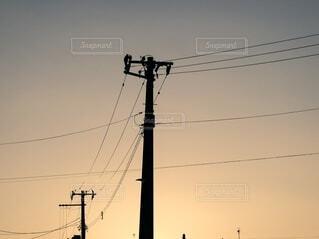夕焼け空と電柱の写真・画像素材[4821404]