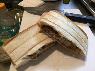 食べ物,ケーキ,朝食,パン,デザート,トースト,サンドイッチ,ホットサンド,食パン,カット,菓子,レシピ,ファストフード,ライ麦パン,ホットサンドメーカー,チャバタ,グルテン