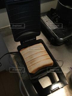 食べ物,朝食,屋内,トースト,ホットサンド,食パン,レシピ,台所用品,ライ麦パン,ホットサンドメーカー,家庭電化製品