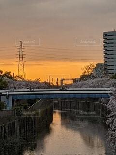 空,橋,屋外,きれい,夕焼け,川,街並,おだやか