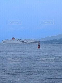 淡路島に向かう大型船の写真・画像素材[4552846]