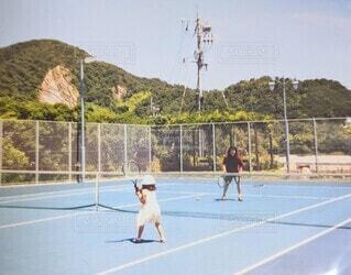 テニスをする親子の写真・画像素材[4672978]