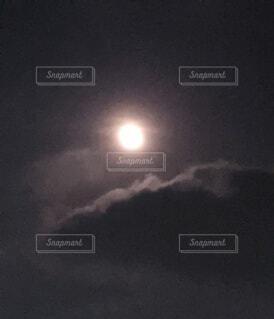 自然,風景,空,夜,うさぎ,屋外,雲,暗い,光,美しい,月,丸,満月,輝く,ウサギ,秋分の日,てらす