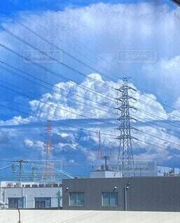 鉄塔と雲と青空の写真・画像素材[4848238]