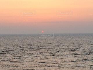 自然,風景,海,空,夕日,屋外,太陽,ビーチ,雲,夕暮れ,水面,海岸,水平線,うみ,地平線,日の出,日本海,海に沈む夕日,海に沈む