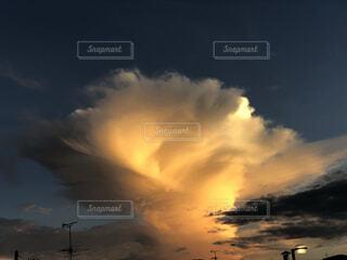 竜巻みたいな雲