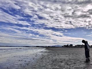 自然,風景,海,空,屋外,湖,ビーチ,雲,青,砂浜,水面,海岸,子供,シルエット,女の子,地平線,昼間,日中,たたずむ