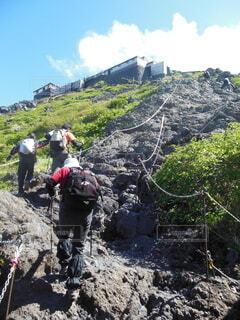 富士山登山中の登山者の写真・画像素材[4943402]