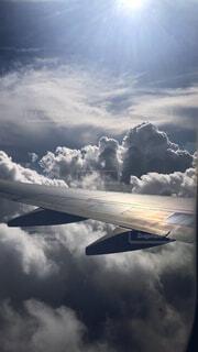 空,屋外,雲,飛行機,出発,空の旅,始まり,窓側の席