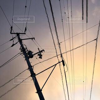 空,屋外,雲,夕方,日常,電線,電気,景観,ライン,ワイヤー,電線路,電源供給,公益企業