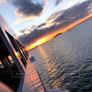 海,空,屋外,湖,雲,ボート,夕暮れ,船,水面