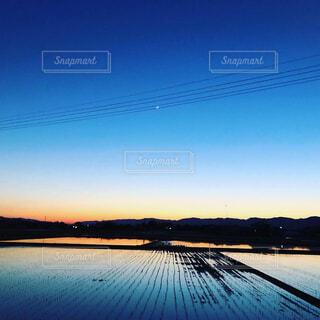 空,屋外,雲,夕暮れ,水面,反射,田んぼ
