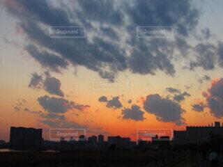 空,建物,屋外,雲,夕暮れ,都会,高層ビル,日の出
