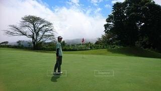 ゴルフ場のグリーンにいる人の写真・画像素材[4395188]
