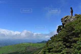 空と緑と人の写真・画像素材[4402450]