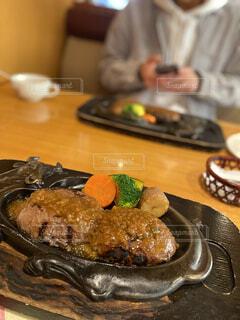 食べ物,ランチ,屋内,人物,人,肉,料理,おいしい,ハンバーグ,さわやか,静岡,ファストフード