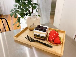 食べ物,スイーツ,ケーキ,屋内,デザート,テーブル,果物,イチゴ,ぶどう