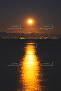 満月への道の写真・画像素材[4393188]