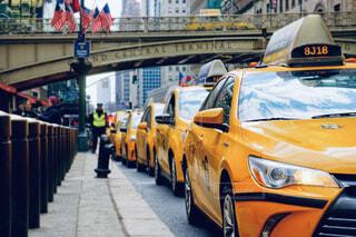 駅でタクシー待ちの写真・画像素材[4412895]