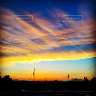夕焼け空に浮かぶ雲の写真・画像素材[965236]