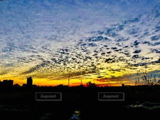 街に沈む夕日の写真・画像素材[1706889]