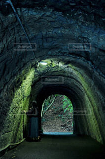 隧道散歩の写真・画像素材[4626037]