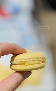 黄色いマカロンの写真・画像素材[4414385]