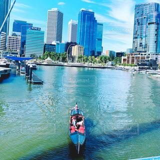 パース・西オーストラリア/ 都心に浮かぶおしゃれなボートの写真・画像素材[4415945]