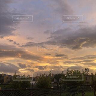 日没時の都市の眺めの写真・画像素材[4413102]