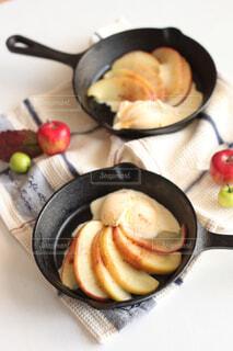 おうちカフェ 焼きリンゴのバニラアイス添えの写真・画像素材[4526221]