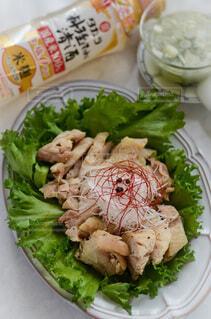 食べ物,食事,屋内,テーブル,野菜,皿,食器,サラダ,肉,鶏,おいしい,酒,葉野菜,レシピ,鶏料理