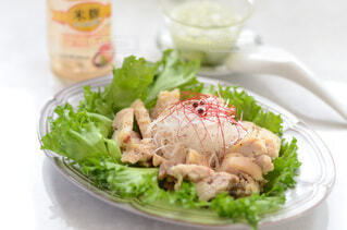 食べ物,食事,ディナー,テーブル,野菜,皿,サラダ,レストラン,肉,鶏,おいしい,酒,葉野菜,鶏料理