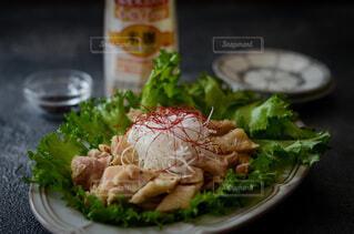 食べ物,スイーツ,食事,ディナー,屋内,テーブル,野菜,皿,食器,サラダ,レストラン,肉,料理,おいしい,チキン,酒,レシピ,鶏料理
