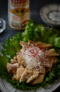 食べ物,食事,屋内,テーブル,野菜,皿,食器,サラダ,肉,料理,チキン,酒,葉野菜,レシピ,鶏料理