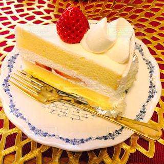 ケーキ,かわいい,シンプル,古き良き,スウィーツ,お家カフェ,ショートケーキ,ガーリー,甘々,シンプルケーキ