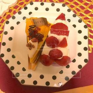 かわいい,苺ケーキ,生クリーム,パンプキン,ピース,赤色,お家カフェ,イチゴタルト,苺タルト,赤白,フォトジェニック,いちごケーキ,甘々,イチゴケーキ,いちごタルト,パンプキンケーキ,かぼちゃケーキ,カワイイスウィーツ,かわいいスウィーツ,かわゆい,パンプキンタルト,カボチャケーキ