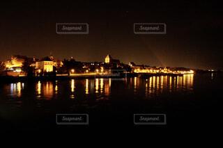 水面に映るライトアップの写真・画像素材[4434432]