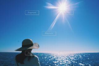 快晴の中海を見る女性の写真・画像素材[4542897]