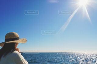 海を見る女性の写真・画像素材[4543095]